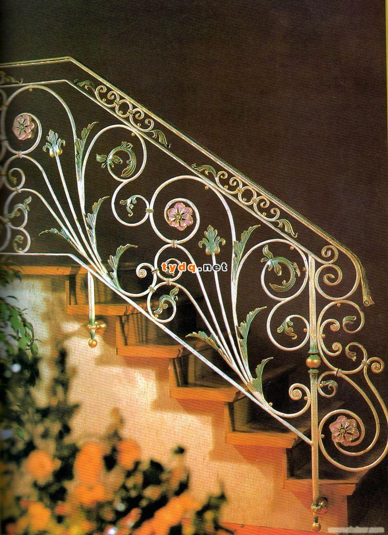 4、镶配有机玻璃、玻璃13rkfro等栏板,其栏板应在立柱完成后安装。安装必须牢固,且垂直、水平及斜度应符合设计要求。安装时,将栏板镶嵌于两侧立杆的槽内,槽与栏板两侧缝隙应用硬质橡胶条块嵌填牢固,待扶手安装完毕后,用密封胶嵌实。扶手焊接安装时,栏板应用防火石棉布等遮盖防护,以免焊接火花飞溅损坏栏板。 5、焊接时,应掌握好焊接电流、电压及焊接温度,以防电流过大或过小及电压不稳,影响焊接质量和美观。铁艺扶手焊接质量应符合有关规定的标准,焊缝宽度、深浅要一致,表面应呈鱼鳞状,扶手接头焊缝应严密,焊缝应无明显手