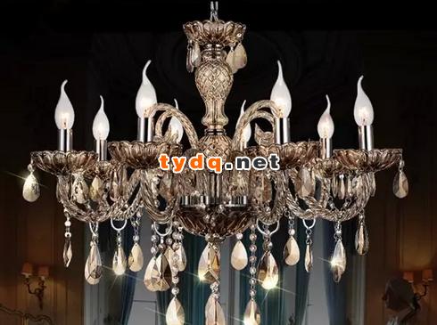 欧洲古典风格的吊灯,灵感来自古时人们的烛台照明